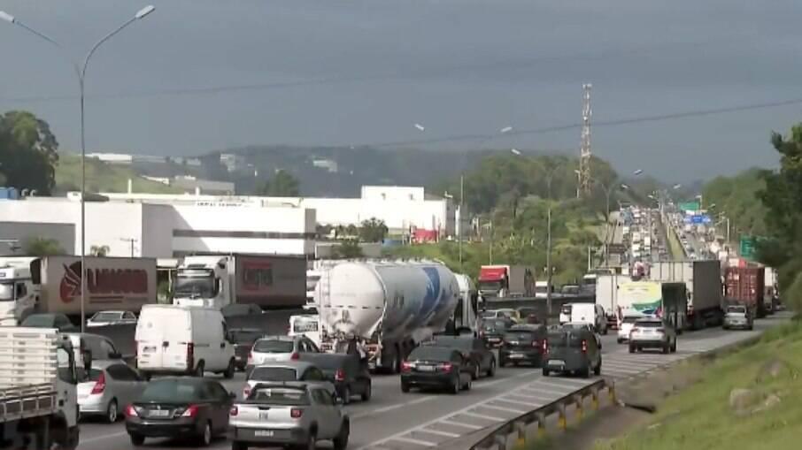 Caminhoneiros prometem greve em novembro se governo não baixar preço do diesel