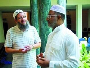 Vivência em BH. Empresário muçulmano (esq.) Luís Carvalho e o sheik marroquino Mokthar El Khal