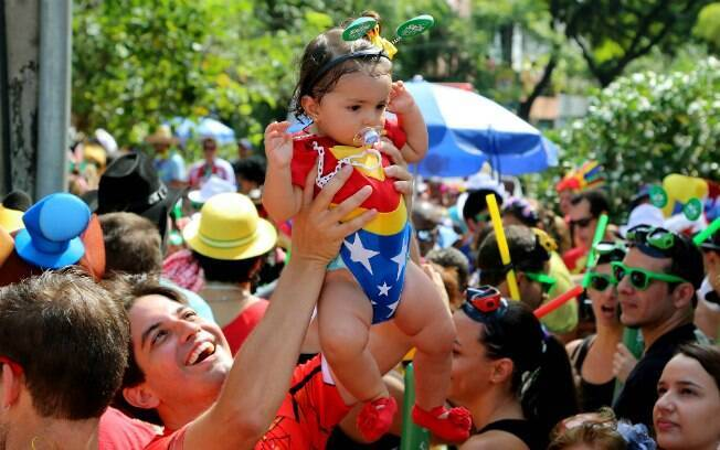 Foliões se divertem no bloco Escangalha