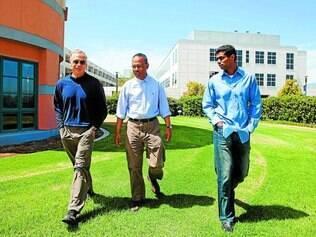 Impulso. O matemático Michael Freedman e os físicos Sankar Das Sarma e Chetan Nayak têm apoio da Microsoft