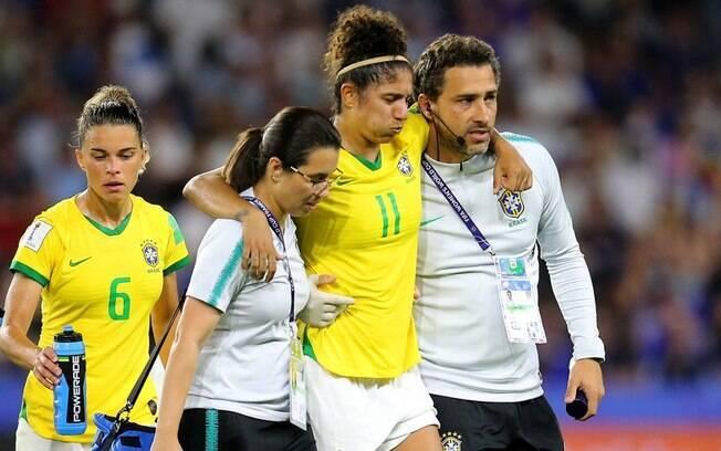 Cristiane sentiu a coxa na prorrogação do jogo entre Brasil x França
