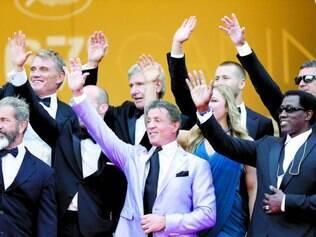 Time forte. Sylvester Stallone, ao centro, comandou desfile dos atores de 'Mercenários 3' em Cannes
