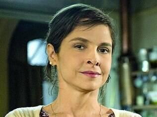 Cora se aproxima de Fernando por conta do ciúmes dele de Cristina