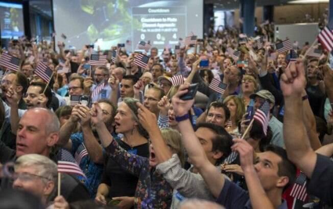 Integrantes da missão da Nasa e convidados comemoram em Maryland, nos Estados Unidos