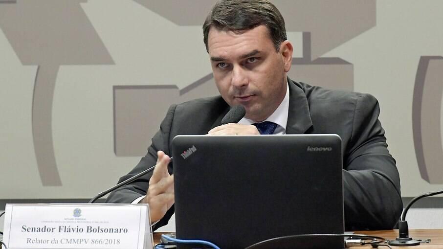 Flávio Bolsonaro fará exames para verificar