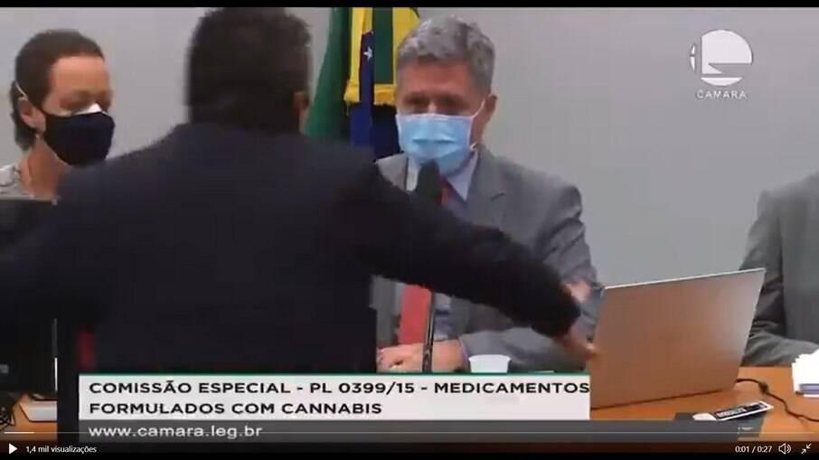 Deputado pró-Bolsonaro agride parlamentar durante comissão sobre maconha medicinal na Câmara