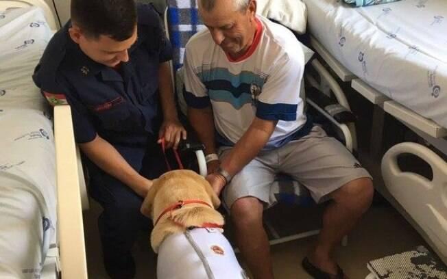Paciente recebe visita de Ice