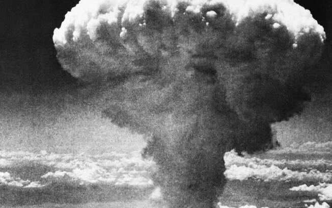 Cogumelo se forma após explosão de uma das bombas dos norte-americanos contra o Japão