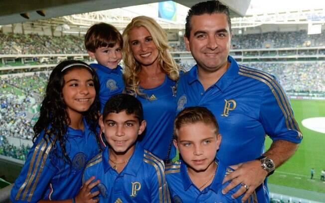 Buddy Valastro e família com a camisa do Palmeiras