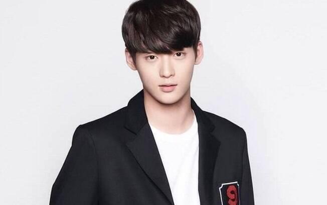 Astro da música K-Pop, Kim Dong Yoon, rapper do grupo Spectrum, morre aos 20 anos. O jovem é o terceiro astro da música coreana a morrer no período de oito meses.