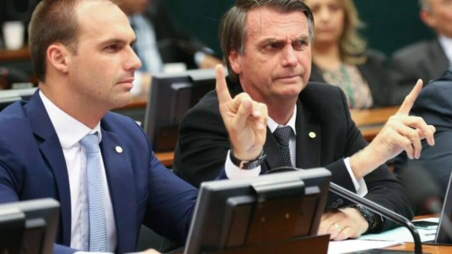 Presidente Jair Bolsonaro e seu filho Eduardo