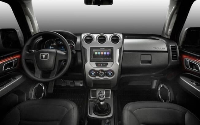 Interior traz equipamentos de conectividade encontrados em carros mais urbanos