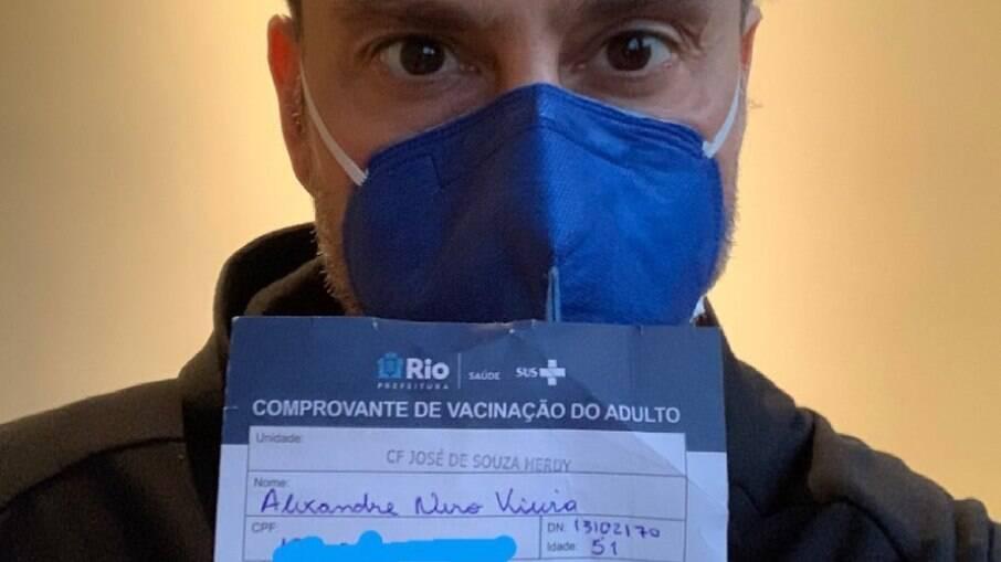 Alexandre Nero é vacinado contra Covid-19