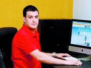 Adeus, conta. Guilherme Vilela elogia o fato de não ter mais que calcular horas trabalhadas no Excel