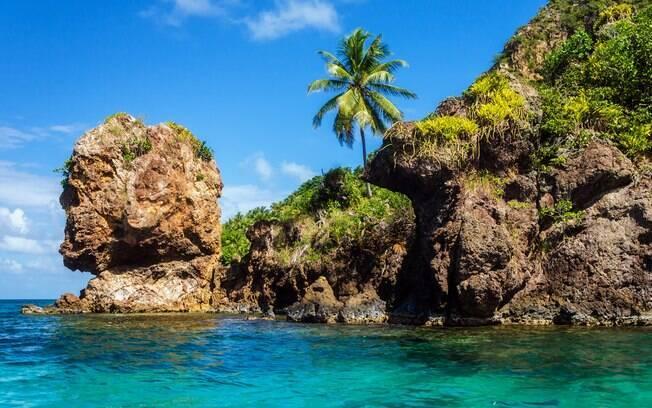 A formação rochosa Cabeça de Morgan, que homenageia o pirata inglês Henry Morgan, é uma das principais atrações na ilha de Providencia, irmã do meio do arquipélago. Foto: Shutterstock/Viajar pelo Mundo