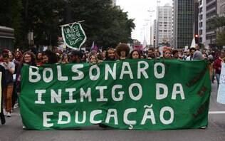 Milhares vão às ruas pela educação e contra a reforma da Previdência; veja fotos