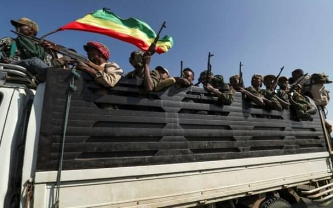Membros das milícias Amhara enfrentam a Frente de Libertação do Povo Tigray em Sanja