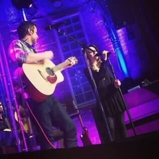 Sandy divide o palco com Lucas Lima no Dia dos Namorados