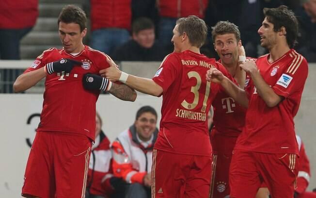 A distância para o Leverkusen aumentou para  11 pontos na 19ª rodada. Bayern venceu Stuttgart  por 2 a 0 e viu rival empatar
