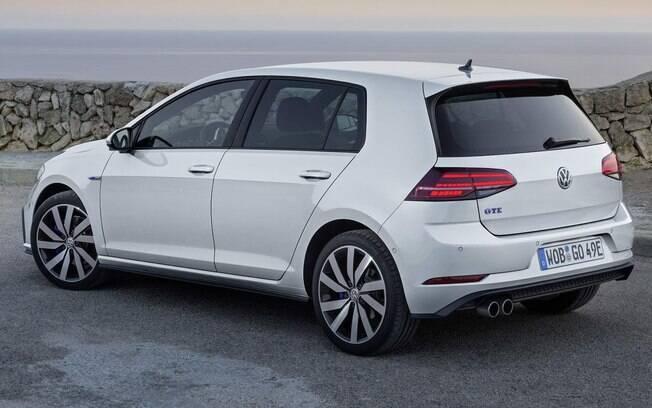 VW Golf GTE tem desempenho tão bom quanto o do esportivo GTI. Novidade vai chamar atenção no Brasil no fim do ano