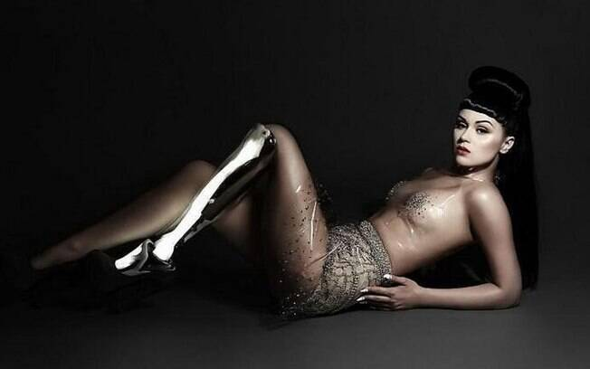 Viktoria Modesta é uma cantora pop que inspira milhões de pessoas. Sem uma perna, ela já foi eleita uma das pessoas mais influentes do mundo