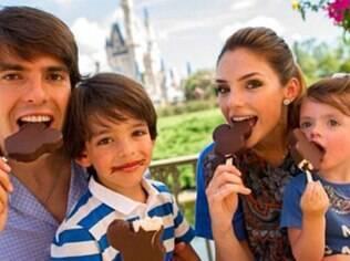 Kaká, Carol Celico e os filhos