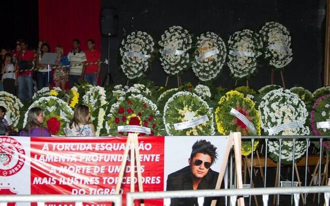 Coroas no velório Cristiano Araújo. Foto: AgNews