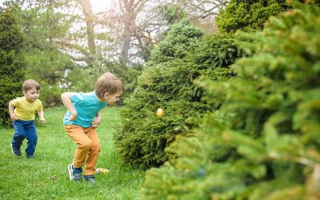 Caça de ovos pode ser substituída por um tradicional caça ao tesouro, com várias pistas espalhadas pelo local da festa