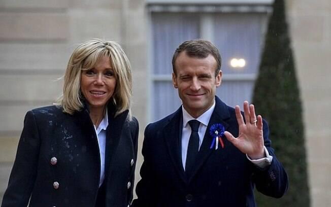 Macron e sua esposa assistiam a espetáculo em Paris