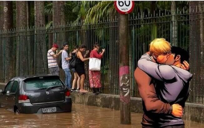 montagem traz casal gay de HQ se beijando sobre foto de pessoas fugindo da enchente