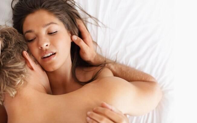 Aliviar o nervosismo com romance e caprichar nas preliminares tornam a primeira transa mais prazerosa