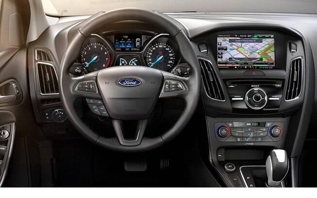 A central multimídia tem Android Auto e Apple CarPlay, com opção de tela de 8 polegadas, navegação e som da Sony