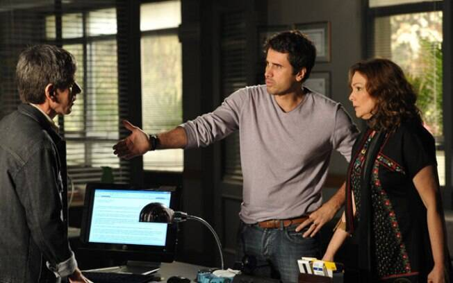 Sueli pede ajuda de Pedro para denunciar Léo