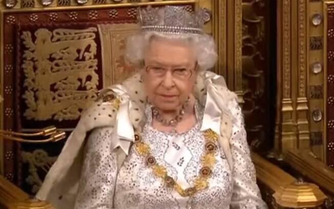 Rainha leu discurso na Câmara dos Lordes, com participação dos membros da Câmara dos Comuns