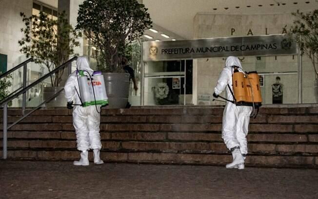 Desinfeção no Palácio dos Jequitibás para conter o novo coronavírus.