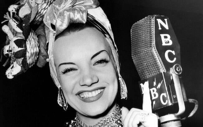 A saudosa Carmen Miranda. Marcada por seus turbantes exuberantes. cheios de estilo!