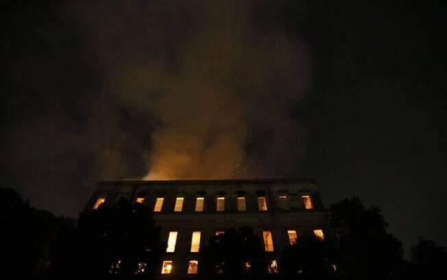 Incêndio de grandes proporções destruiu o Museu Nacional da Quinta da Boa Vista, em São Cristóvão, zona norte do RJ