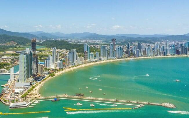 Praia Central, em Balneário Camboriú, está entre as melhores praias do Brasil para curtir o Ano Novo