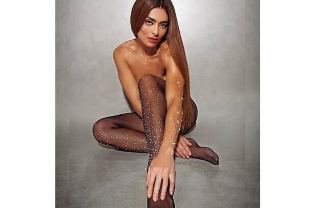 Juliana Paes caprichou no topless