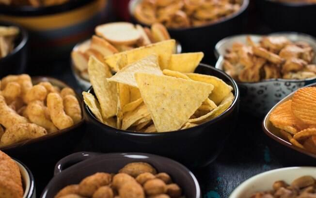 Alimentos processados e ultraprocessados, como os salgadinhos, podem trazer uma série de malefícios para a saúde