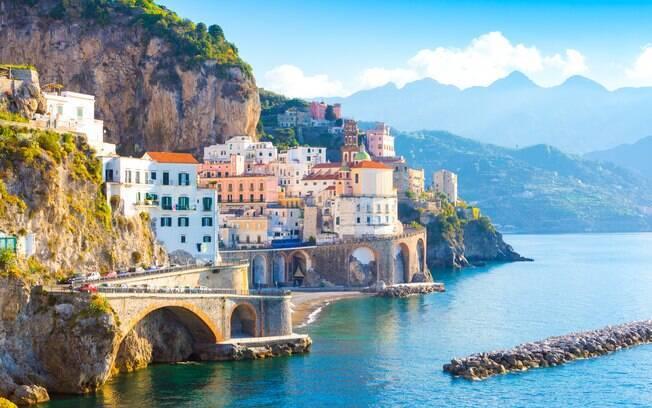 Vista do litoral da cidade de Amalfi