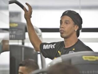 Longe de boas apresentações, Ronaldinho mantém status de intocável dentro do plantel atleticano
