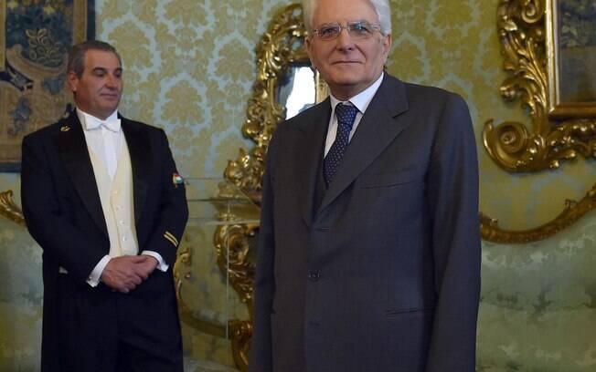 Presidente italiano Sergio Mattarella posa para fotos no edifício do tribunal constitucional perto do Palácio Quirinal em Roma, Itália (31/01)