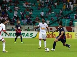 Villa não conseguiu surpreendeu o Bahia na Fonte Nova e deu adeus ao torneio