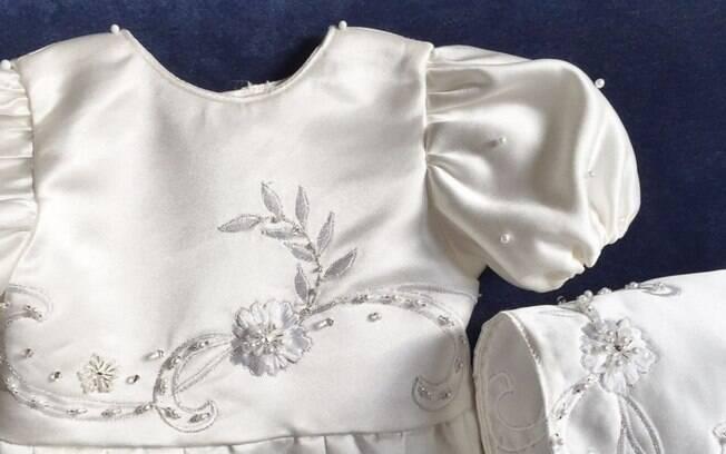 Grupo trabalha com hospital infantil para costurar as roupas que os bebês usarão no funeral