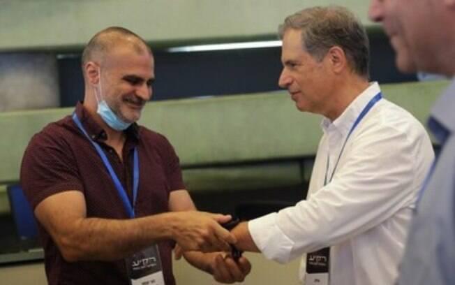 O relógio de uso médico da CardiacSense foi escolhido a dedo para monitorar remotamente sinais vitais e condições médicas gerais do astronauta israelense enquanto estiver no espaço