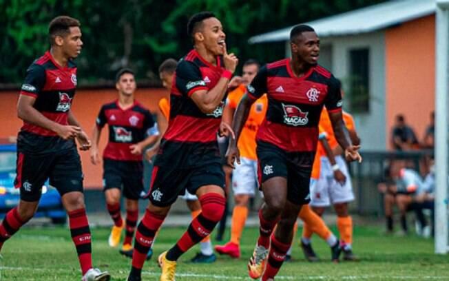 Flamengo vai estrear no Campeonato Carioca com time alternativo