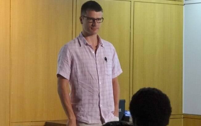 Rodrigo Hilbert como o professor nerd Alexandre Lopes