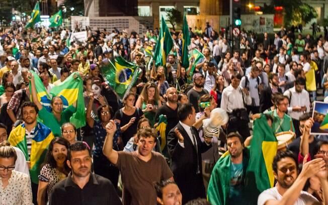 Protesto na Avenida Paulista foi improvisado de última hora e reuniu diversos manifestantes