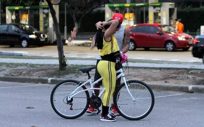 Moranguinho havia confessado para Naldo que não sabia andar de bicicleta e ele decidiu fazer uma surpresa